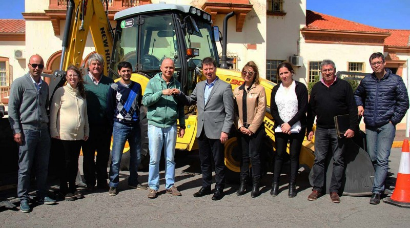 Dos nuevas retroexcavadoras para Villarino