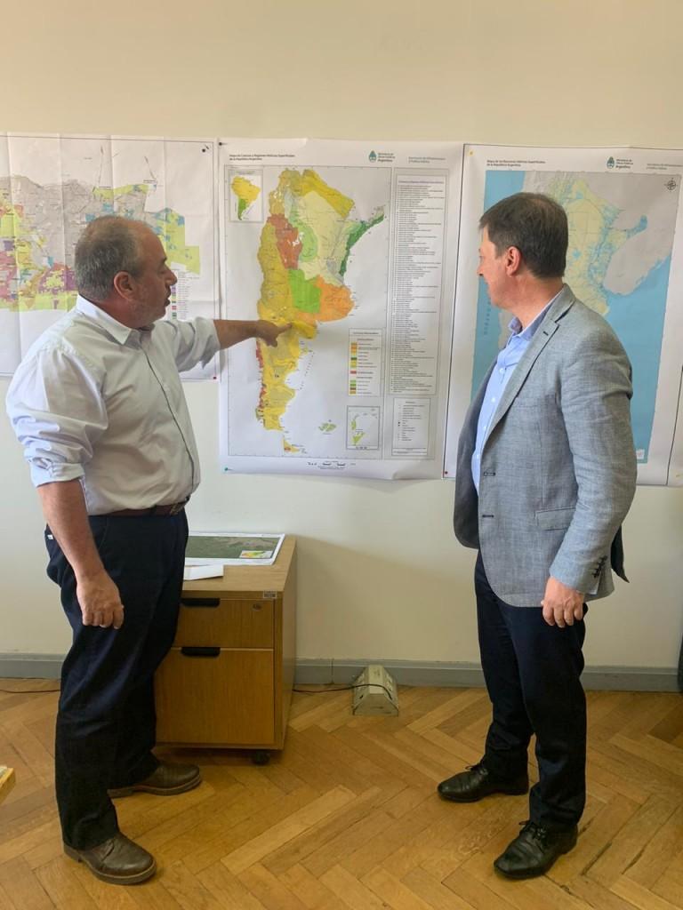 El intendente de Villarino, Carlos Bevilacqua, junto a Carlos Rodriguez, secretario de Recursos Hídricos de la Nación. Febrero 2020